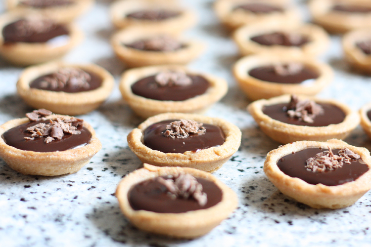 mini tartelettes au chocolat recette de mini tartelettes au chocolat. Black Bedroom Furniture Sets. Home Design Ideas
